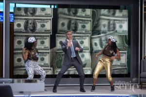 George Clooney (center) stars as Lee Gates in TriStar Pictures' MONEY MONSTER.